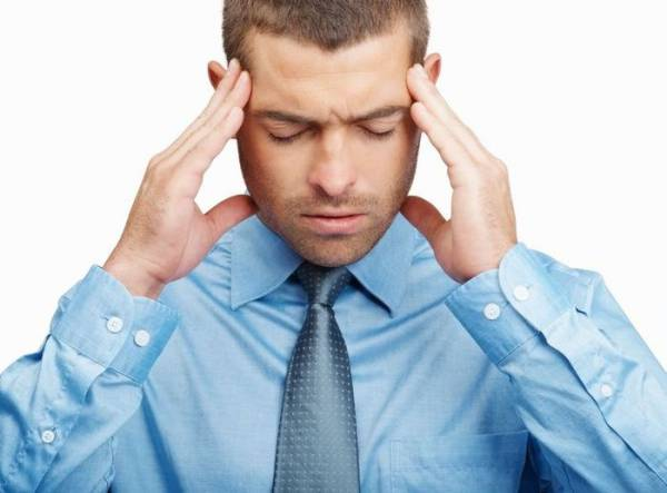 Давящая боль в голове: причины и лечение