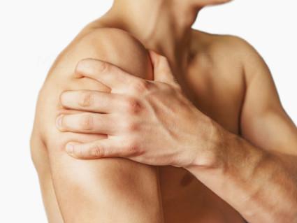 Ушиб плеча при падении: не поднимется рука, лечение в домашних условиях