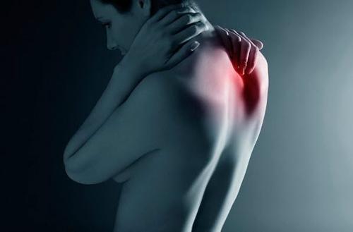 Боль между лопаток признак какой болезни